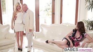 Bogotan bosorog couplé avec la blonde chaude régulière du fils de fornication