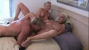Deux professeurs de blonde matures baisée par un étudiant
