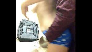 Bonne étudiante chatte brutalement dans la bouche avec éjaculation dans le vagin