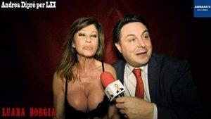 Idiot Dans Le Reportage Porno Avec Une Actrice Mature Hors De L'activité