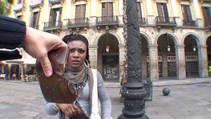 L'immigré Noir Illégal En Roumanie A Des Rapports Sexuels Pour De L'argent Et Des Papiers