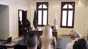 Le Client S'est échappé De Parnassus Après Des Rapports Sexuels Brutaux Dans La Salle D'audience