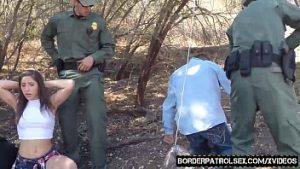 Des Hommes Arrêtés Et Emmenés à La Camionnette, Et La Fille Se Fait Baiser Avant L'enlèvement
