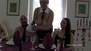 Une Orgie Incestueuse Avec Une Famille Qui Mange Nue Et Baise Dans Le Groupe