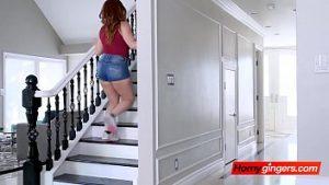 Entrez Dans La Villa Sournoise Dans La Villa De Luxe Perverse Et Tirez-la Dans Le Lit Matrimonial