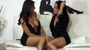Show Porno Lesbienne Qui Lèche Et Se Masturbe Avec Des Poulies En Caoutchouc