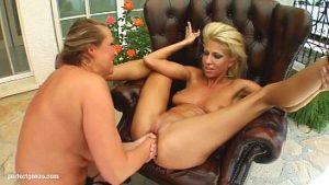 Fist Vaginal Avec Clair Et Mandy Qui Ont De Multiples Orgasmes