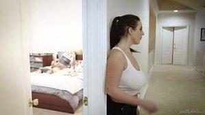 Un Garçon Vierge Surpris Quand Il Fait La Femme De Chambre De Cet Homme Angela Blanc