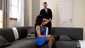 Agent De Sexe Réel Avec Deux Hommes Pour Un Rabais De 10 Pour Cent