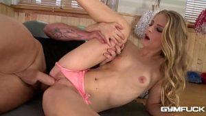 Orgasmes Multiples Avec Athlétique Miss Kayenne Klein