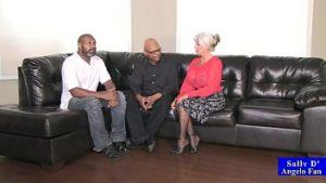 La Sueur Perverse A Pénétré Dans Tous Les Trous Noirs Avec De Grands Trous