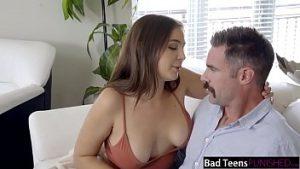 Avoir Des Relations Sexuelles Avec La Maîtresse Pendant Que La Femme Prépare Le Dîner