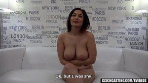 Elle A De Grands Seins Naturels Et Elle A été Baisée Avec Du Casting Porno Pour De L'argent