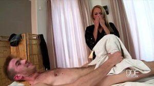 Un Massage Au Milf Qui Fait Une Fellation Sauvage Et Serre Une Bite De 30cm Dans Tous Les Trous
