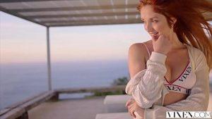 L'infirmière La Plus Sexy Qui Fait L'amour Avec La Patronne Lors D'un Voyage De Luxe