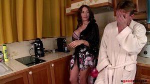 Le Gouffre Du Matin Dans La Cuisine Réveillé Avec Dick Et Sloboz