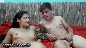 Jeune Couple Amateur A Des Relations Sexuelles Avec La Webcam Pour De L'argent