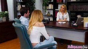 Sexothérapie Au Cabinet Avec Deux Nymphes Blondes