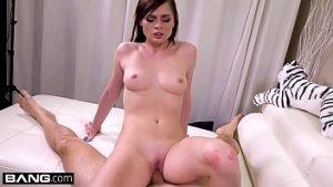 Fuck Porno Se Masturbe Avec Un Vibromasseur Et Chevauche Une Grosse Bite