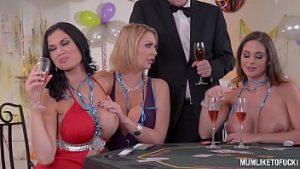 Orgie Avec Invitations Au Poker Sur Le Sexe Nu Et En Groupe