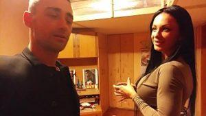Couple Buvant De L'alcool Et Ayant Des Relations Sexuelles Sur La Webcam