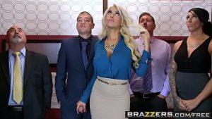 Blonde Baisée Dans L'ascenseur Du Collège Avec Grosse Bite