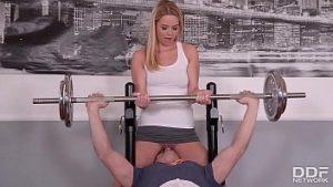 Fitness Et Sexe Avec Une Bonté Blonde