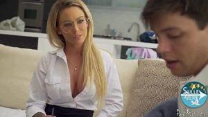 Le professeur de chimie a des relations sexuelles avec l'élève au moment de la préparation