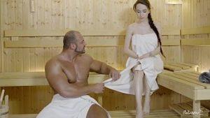 Je vais au sauna avec une fille de 18 ans qui veut du sexe