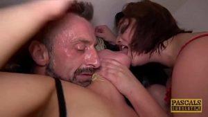 Film porno avec deux grosses chattes baisées dans la chatte et sperme dans la bouche