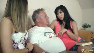 Bosorog, 60 ans, baisée par deux nympho