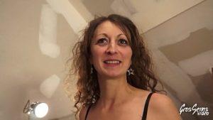 Janie a 42 ans et a débuté dans le porno avec son petit ami