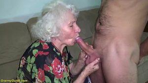 À 80 ans, suce une bite et fait l'amour avec un petit-fils