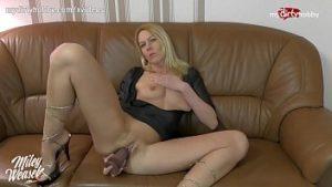 Femme de 40 ans se masturbe avec un gode