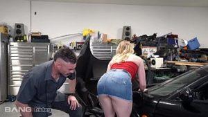 Pornstar en service baisée par un mécanicien corné