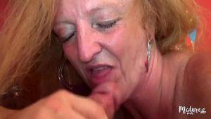 Magdalena à 65 ans a été baisée avec une pustane douée